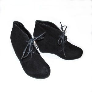Bamboo Carmela 5 - 5.5 Black Wedge Lace up Booties